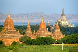 buddhist-pagodas-after-sunrise-and-the-wonderful-gawdawpalin-pahto-plain-of-bagan-myanmar-1600x1066